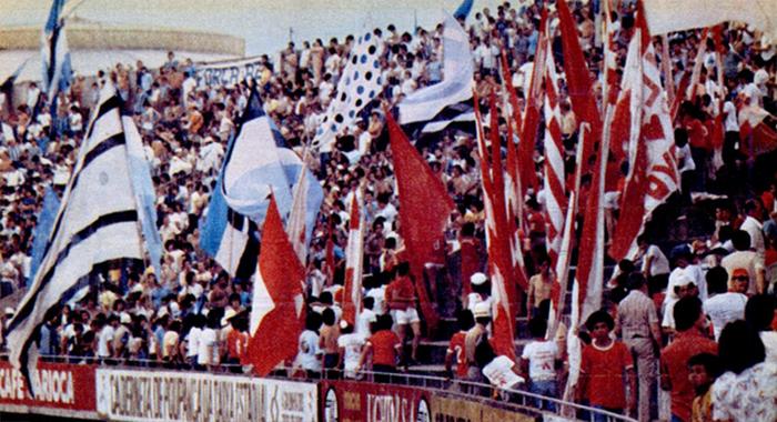 1978 - RS - Internacional 2 x 2 Grêmio (Torcidas).jpg