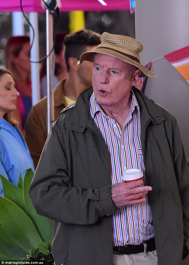 4141C57900000578-4588224-Not_a_happy_camper_The_veteran_actor_looked_to_be_telling_someon-a-16...jpg