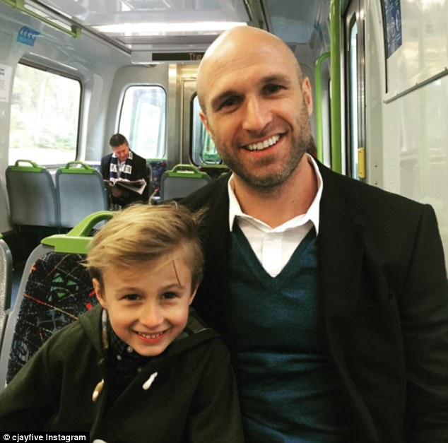4261BCE600000578-4700454-Quality_time_Chris_Judd_spent_the_day_bonding_with_son_Oscar_on_-a-19...jpg