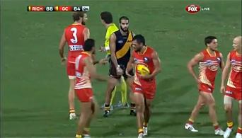 Karmichael Hunt makes his way to the mark.
